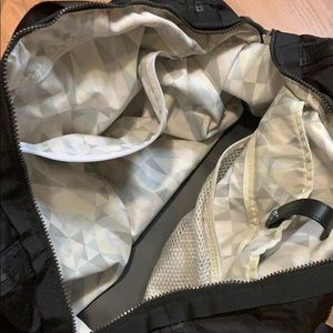 lululemon athletica Bags - Lululemon weekend warrior bag